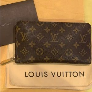 Louis Vuitton Zippy Organizer Monogram Wallet